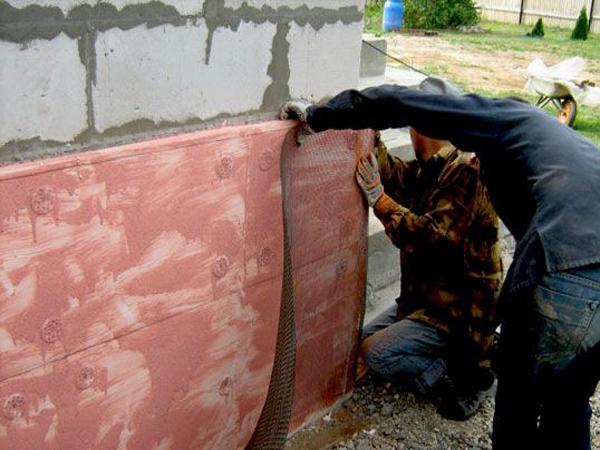 Фото: Монтаж металлической сетки на утеплитель