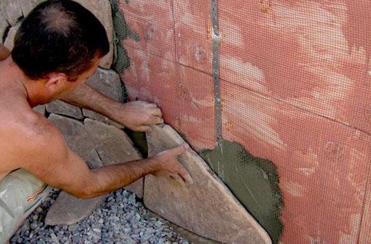 Фото: Крепление камня на армированную поверхность