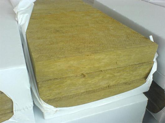 Фото: Утеплитель в виде плит в упаковке