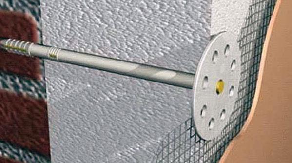 Фото: Дюбеля должны плотно удерживают утеплитель у поверхности фасада