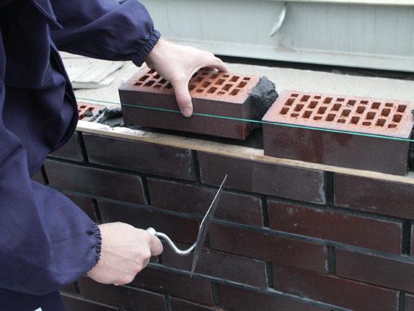 Фото: Натянутый шнур заметно упрощает процесс работ
