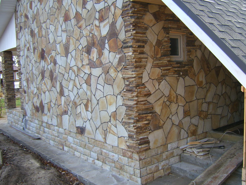 Фото: Натуральный камень для облицовки здания