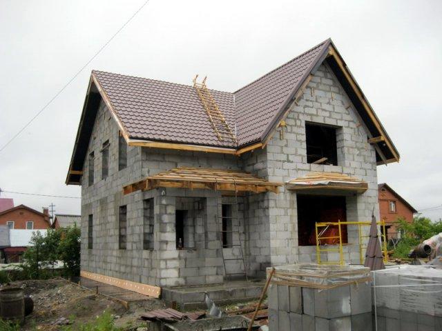 Фото: Частное строение из газобетонных блоков