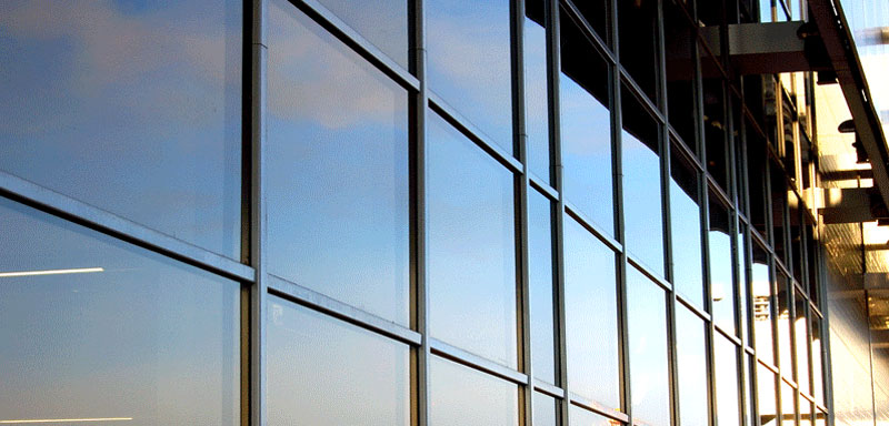 Фото: Алюминиевое фасадное остекление одной из стен