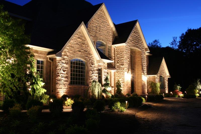 Фото: Заливающий тип подсветки дома