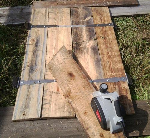 Фото: При изготовлении можно использовать практически любую древесину
