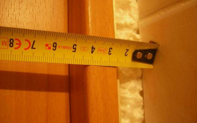 Фото: Первым делом при установке, нужно снять необходимые размеры