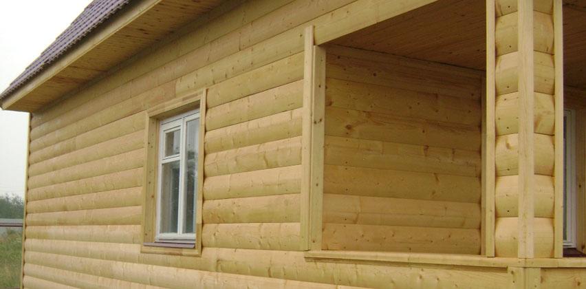 Фото: Подготовленная поверхность внешних стен дома под грунтовку