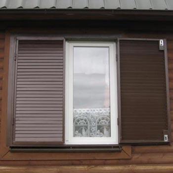 metallicheskie-stavni-na-okna