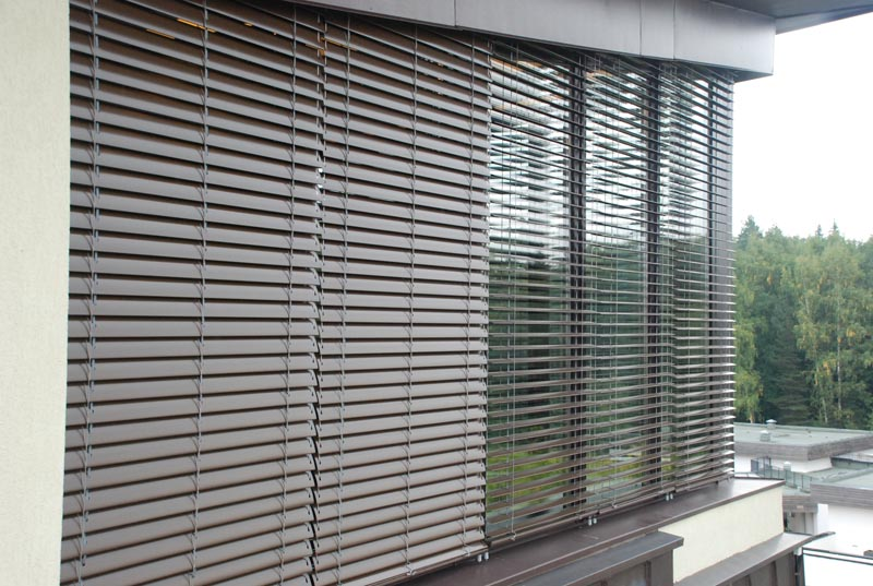 Фото: Наружные жалюзи на окна