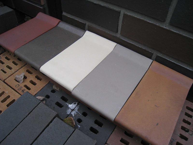 Фото: Керамические изделия для отделки окна