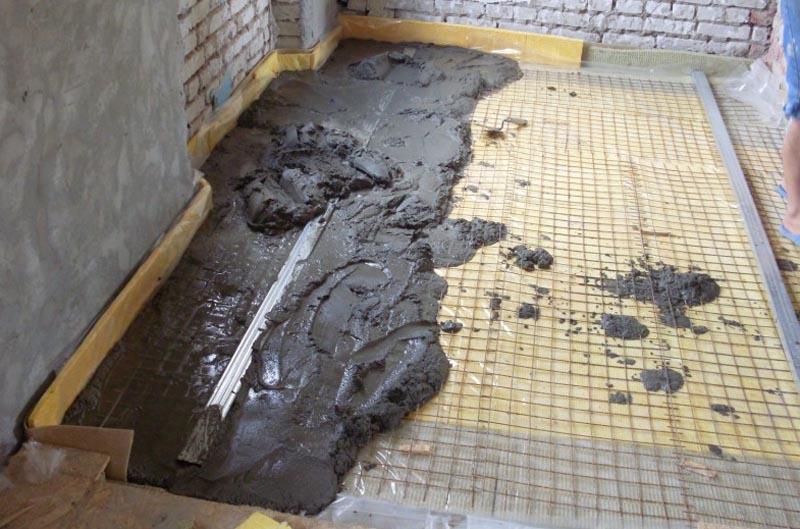 Фото: Теплоизоляция пола под стяжку на первом этаже