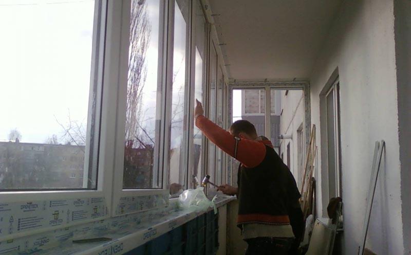 Фото: Выполнение остекления обязательно в случае теплоизоляции пол и стен