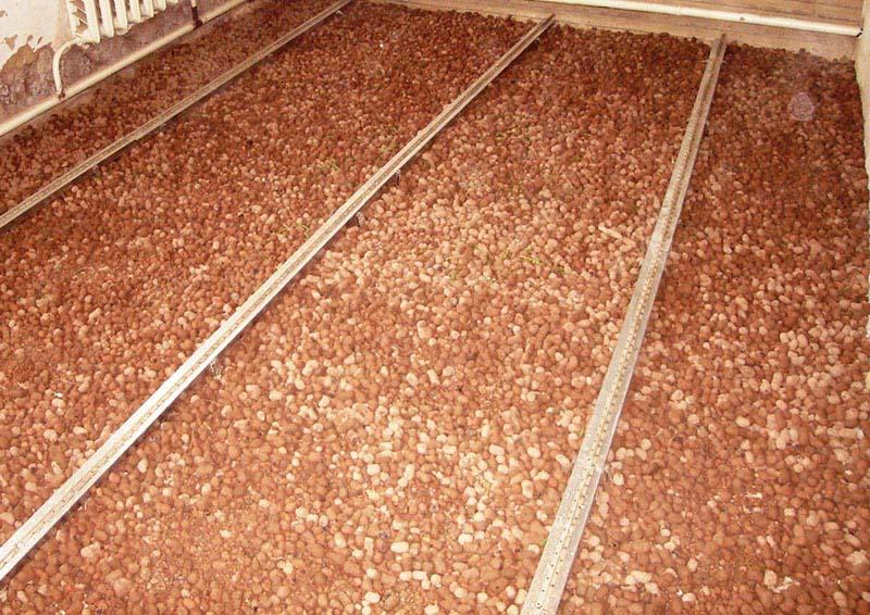 Фото: Керамзит очень часто применяется для отсыпки грунта