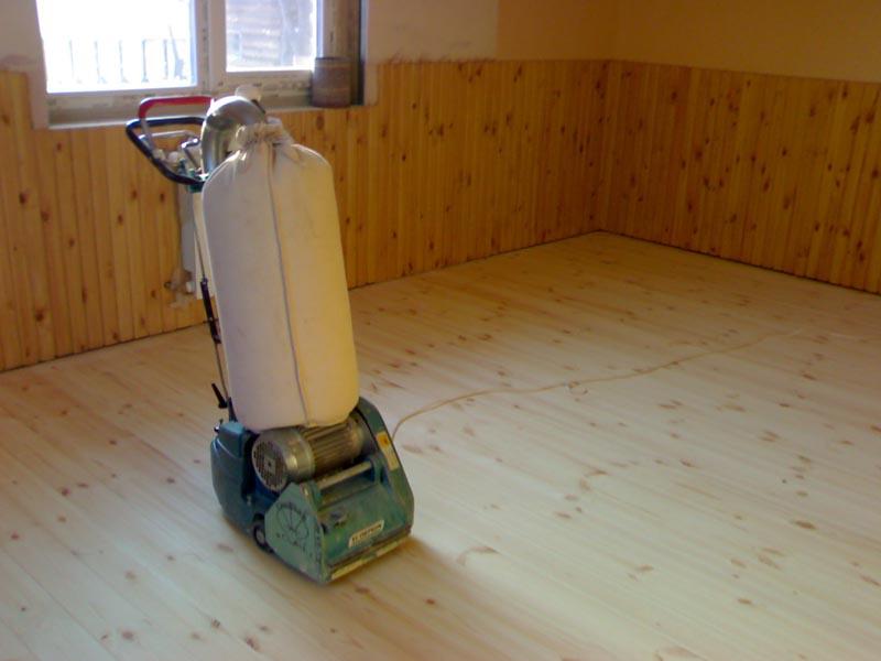 Фото: Циклевочная машина для снятия старого отделочного покрытия
