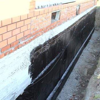 kak-sdelat-gidroizolyaciyu-lentochnogo-fundamenta