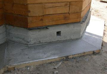Защитная отмостка из бетона по периметру строения