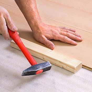 kak-ukladyvat-laminat-svoimi-rukami-poshagovaya-instrukciya-sovety-i-video