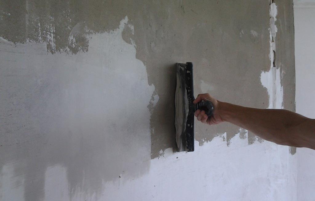 Фото: Эксплуатационное состояние стен влияет на расход шпатлевки и других смесей