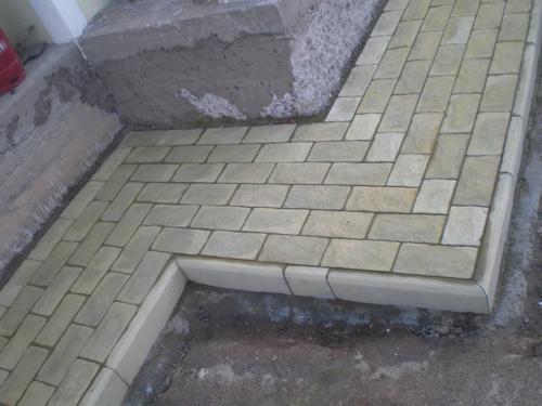 Фото: Облицованная конструкция тротуарной плиткой