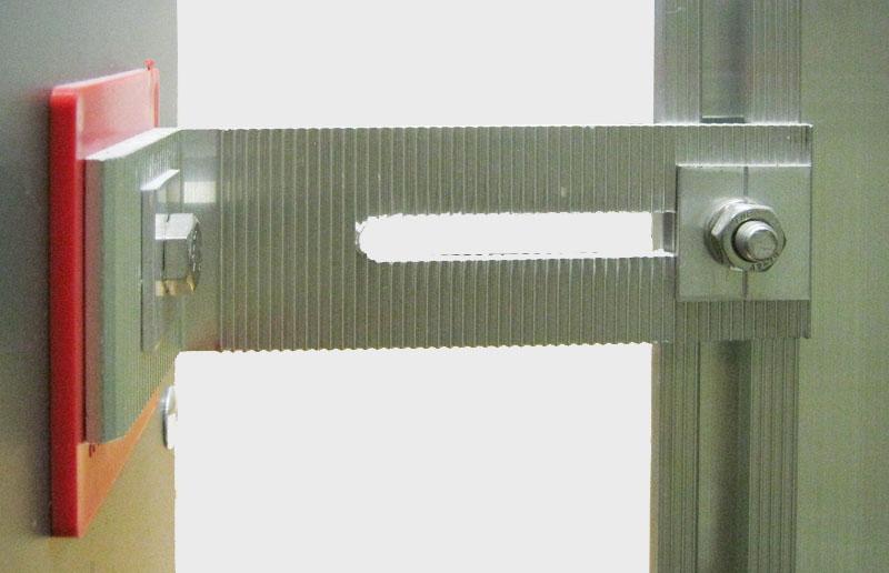 Фото: Паронитовая подложка и Г-образный кронштейн