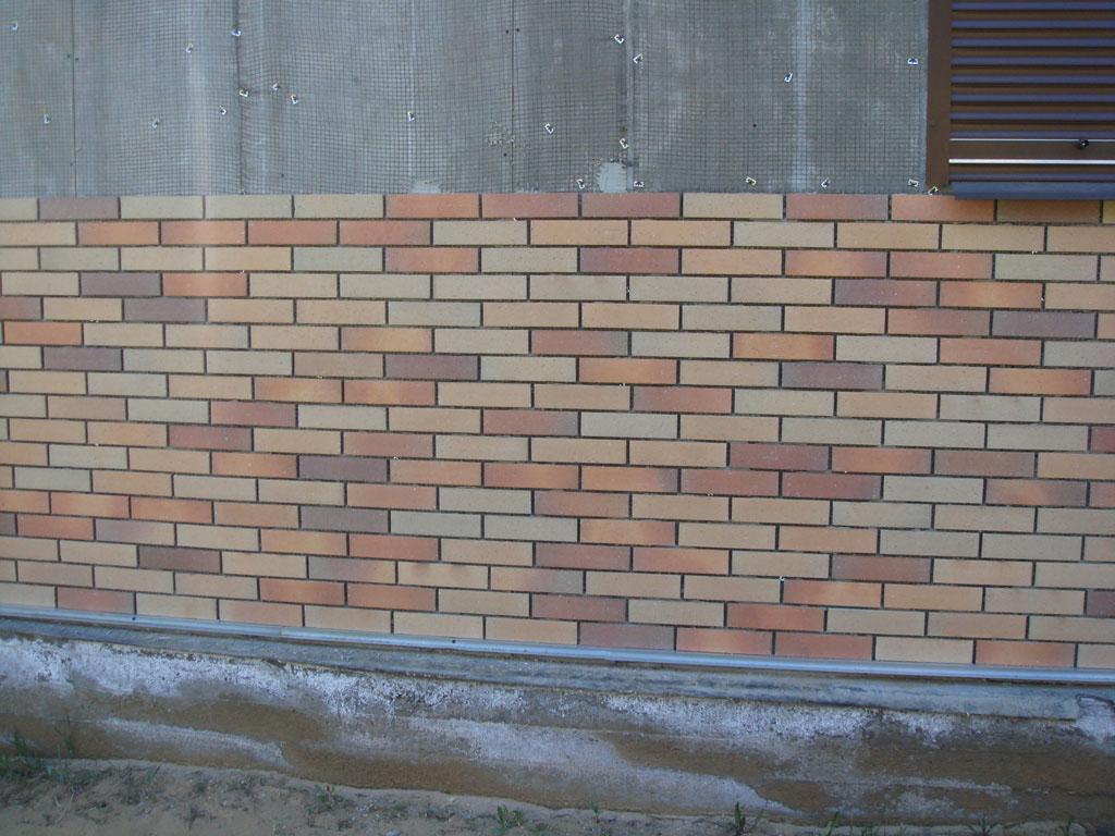 Фото: Отделка фасада может выполняться на утепленную стену