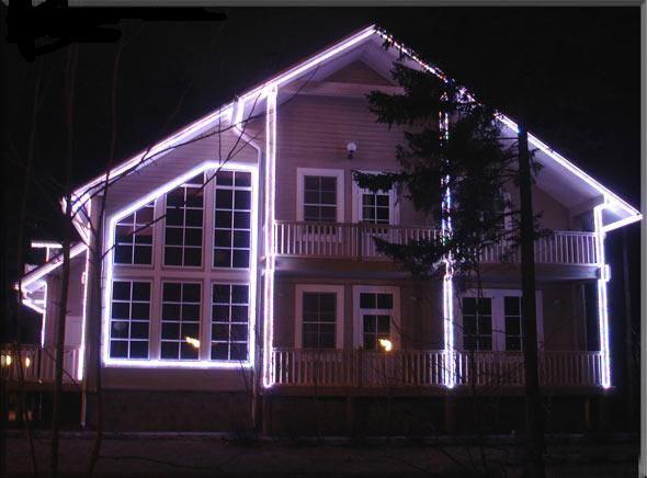 Фото: Контурная подсветка дома