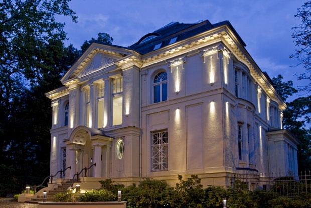 Фото: Локальный тип подсветки дома
