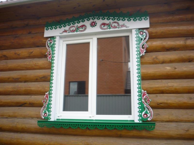 Фото: Отделка пластикового окна резной облицовкой