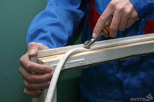 Фото: Установка уплотнителя закаточным роликом