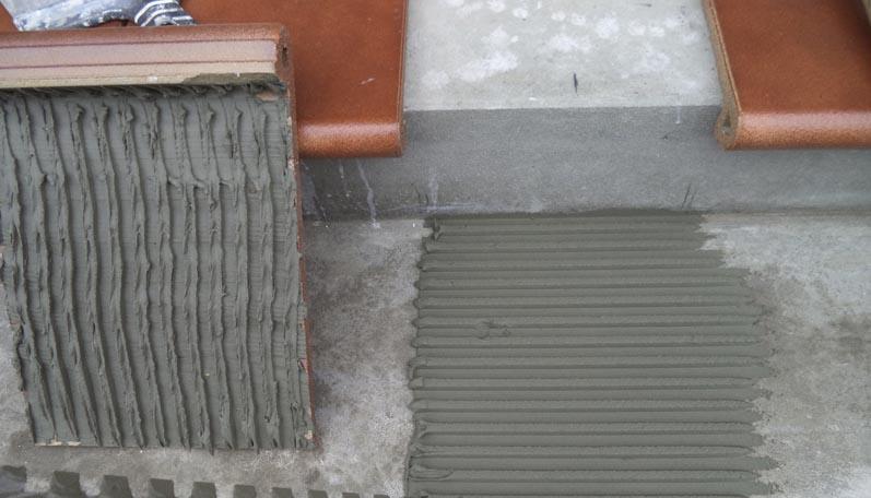 Фото: Клеевой состав наносится ровным слоем в 1 сантиметр