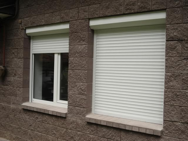 Фото: Защитные конструкции на окна из пластика