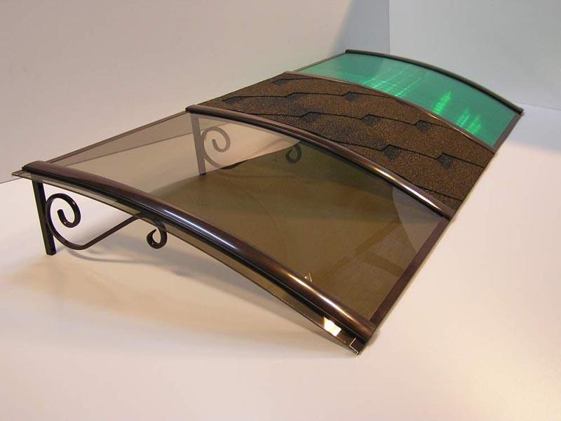 Фото: Навес из металла с различными покрытиями