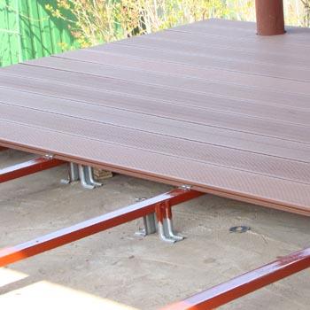 montazh-terrasnojj-doski-svoimi-rukami