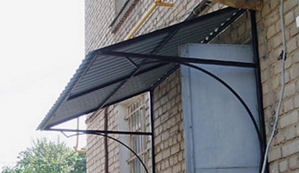 Фото: Навесная конструкция с покрытием из профлиста