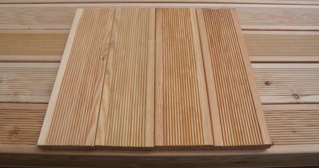 Фото: Содержащиеся в составе древесины смолы предохраняют материалы из лиственницы