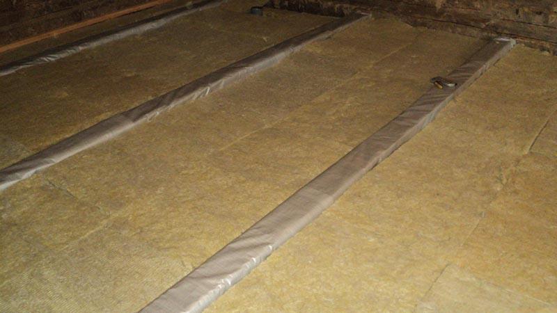 Фото: При укладке минерально ваты важно следить за пароизоляцией