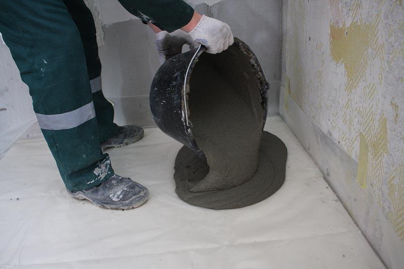 Фото: Цементные составы или ровнители применяются при сильных повреждения поверхности