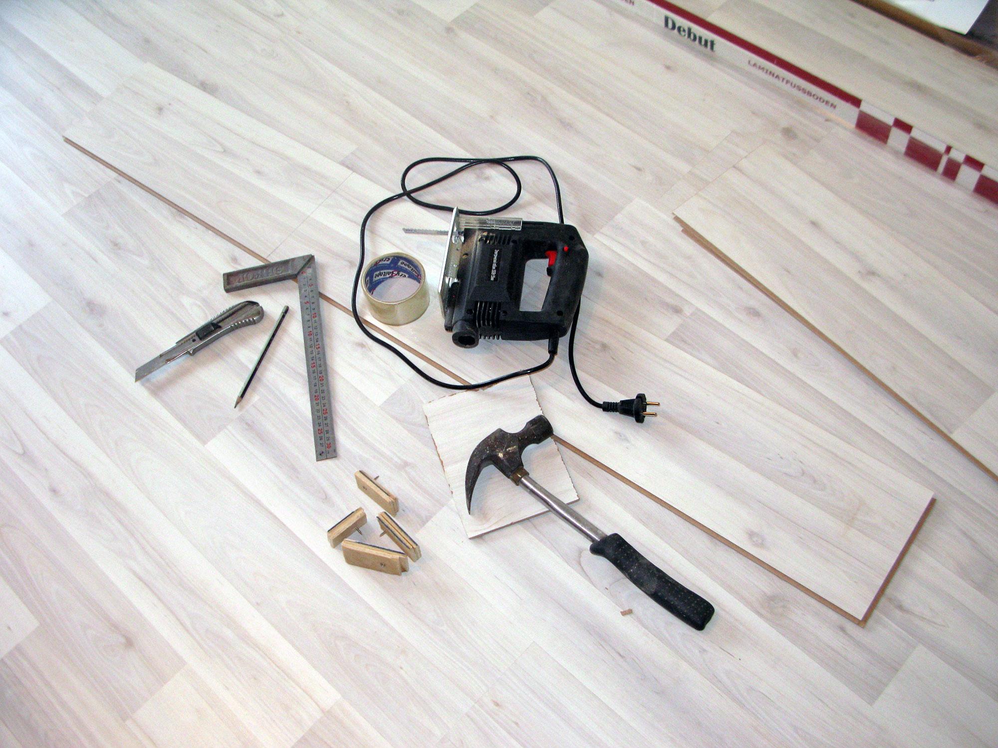 Фото: Основной инструмент для настила ламината