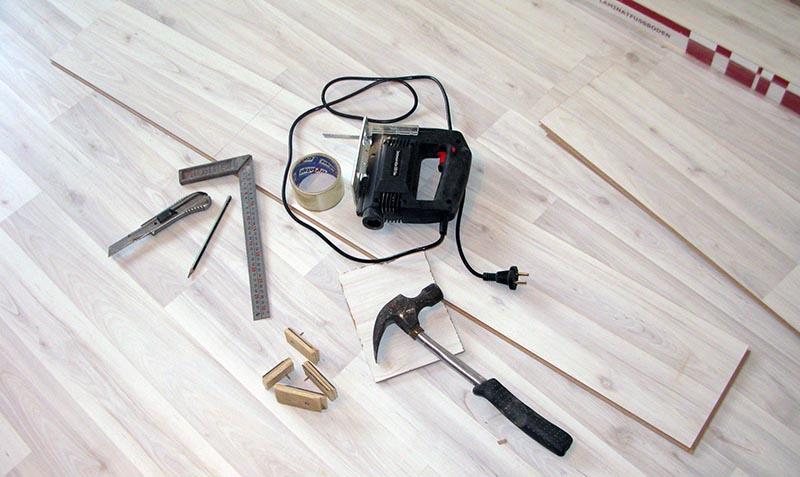 Фото: Инструмент для укладки напольной облицовки