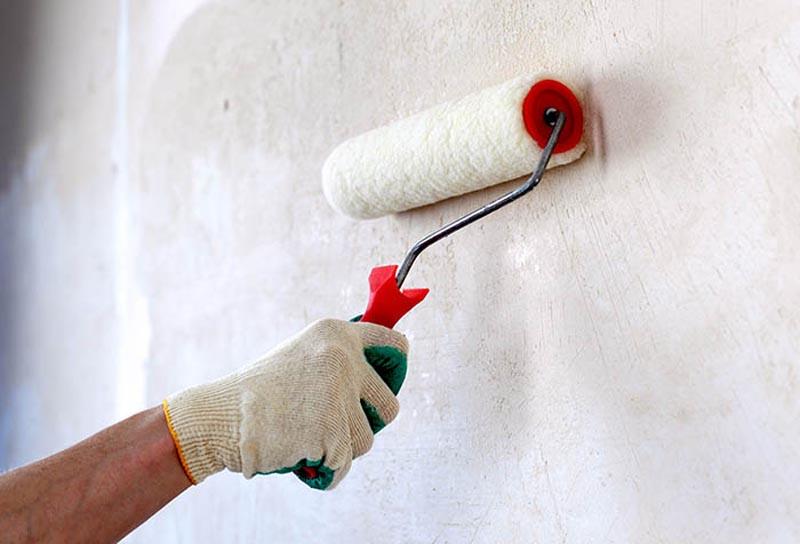 Фото: Состояние основы и стены влияет на расход смеси